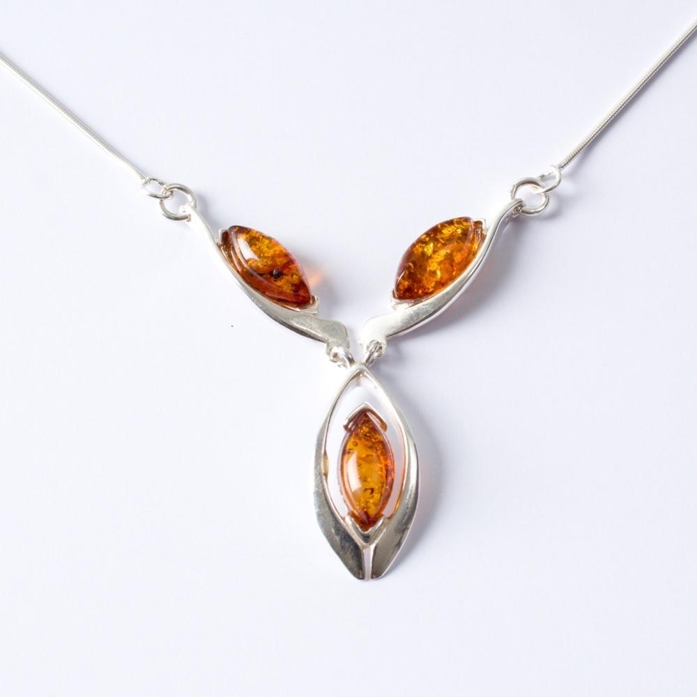 Strieborný náhrdelník Lora