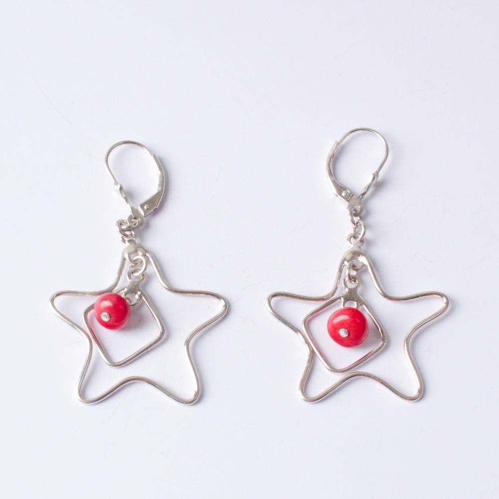Strieborné náušnice Hviezda s červenou guľkou