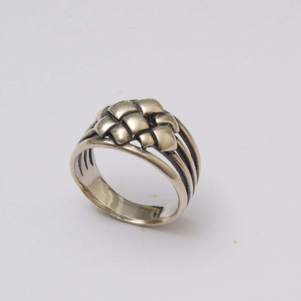 Strieborný prsteň Bakchus