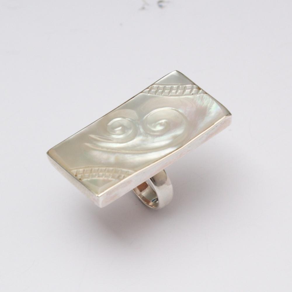Strieborný prsteň Shell