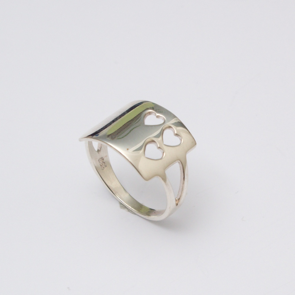 Strieborný prsteň tri srdcia
