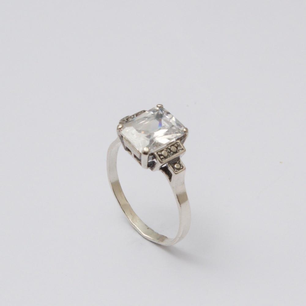 Strieborný prsteň Ali